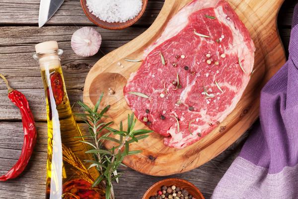 Ruw biefstuk specerijen kruiden houten tafel top Stockfoto © karandaev