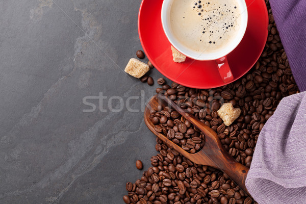 Tasse de café fèves cassonade pierre table haut Photo stock © karandaev