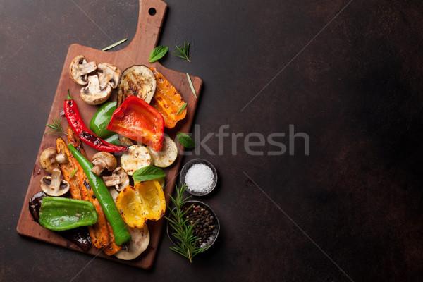 A la parrilla hortalizas tabla de cortar oscuro piedra mesa Foto stock © karandaev