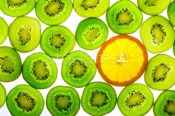 Zielone kiwi jeden pomarańczowy plasterka charakter owoców Zdjęcia stock © karandaev