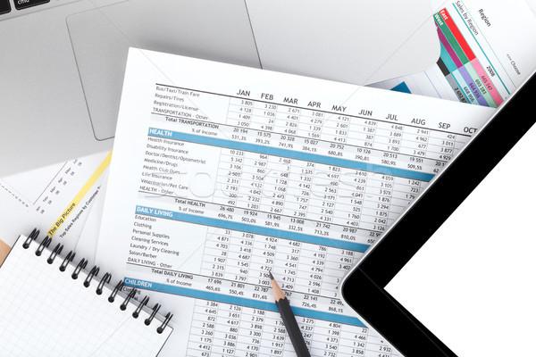 Pénzügyi papírok számítógép irodaszerek közelkép iroda Stock fotó © karandaev