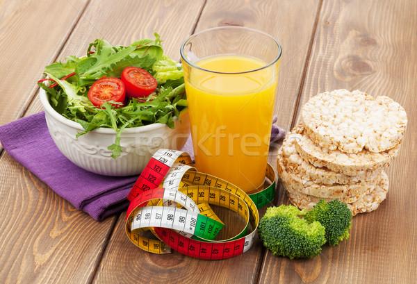 Alimentação saudável fita métrica mesa de madeira fitness saúde comida Foto stock © karandaev