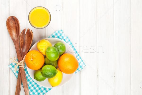 柑橘類 果物 オレンジ レモン オレンジジュース 木製のテーブル ストックフォト © karandaev