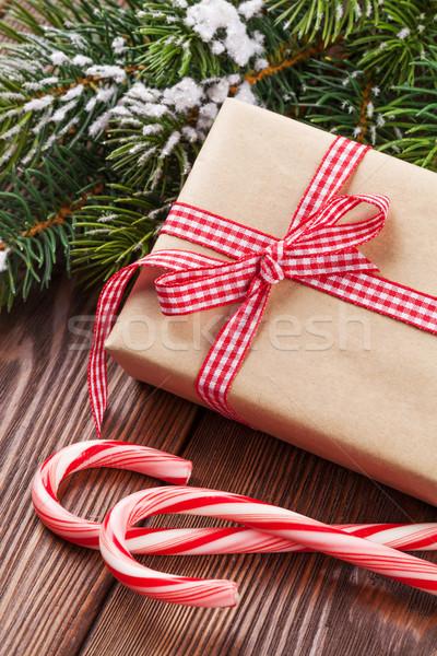 Noël coffret cadeau bonbons canne table en bois Photo stock © karandaev
