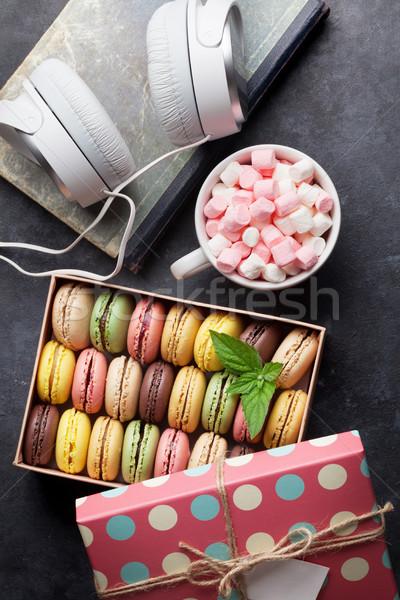 Stockfoto: Kleurrijk · geschenkdoos · hoofdtelefoon · steen · tabel · zoete
