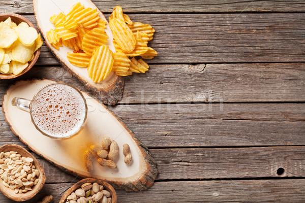 Bier mok snacks houten tafel noten Stockfoto © karandaev