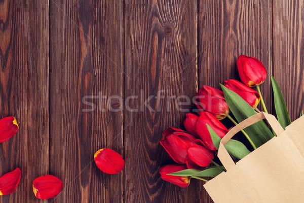 Stock fotó: Piros · tulipánok · virágcsokor · papírzacskó · fa · asztal · copy · space