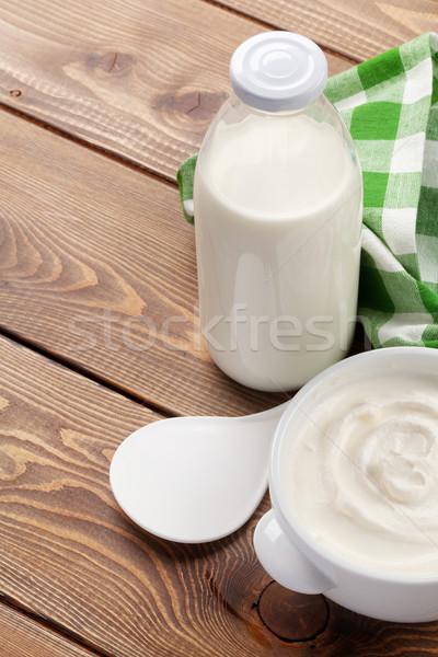 サワークリーム ボウル ミルク ボトル 木製のテーブル コピースペース ストックフォト © karandaev