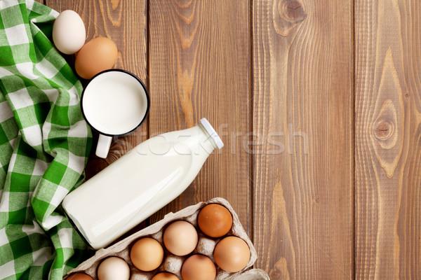 Foto stock: Leite · ovos · mesa · de · madeira · topo · ver