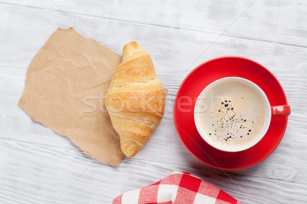 Taze kruvasan kahve parça kâğıt ahşap masa Stok fotoğraf © karandaev