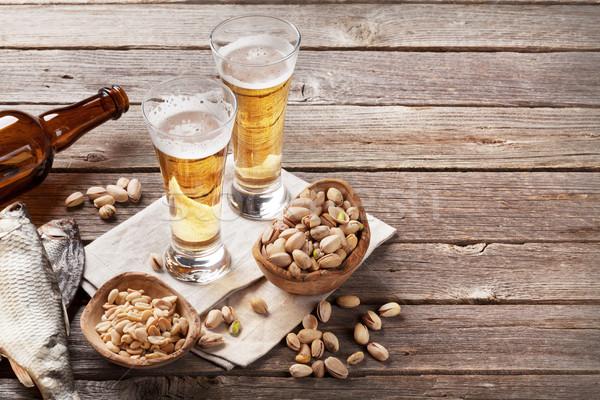 Alman birası bira gözlük ahşap masa fındık Stok fotoğraf © karandaev