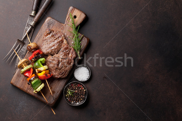 Grelhado legumes bife pedra tabela Foto stock © karandaev
