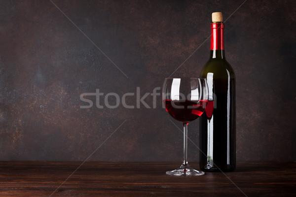Vin rouge bouteille verre tableau noir mur espace de copie Photo stock © karandaev