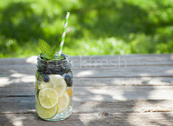 Fraîches limonade jar été fruits baies Photo stock © karandaev