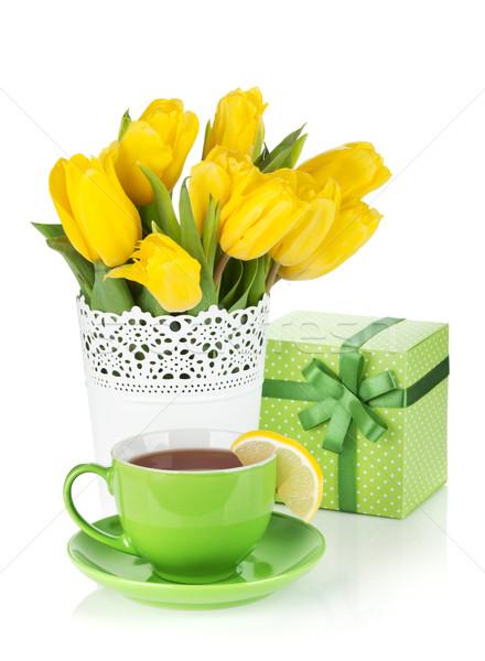 Stock foto: Gelb · Tulpen · Teetasse · Geschenkbox · isoliert · weiß