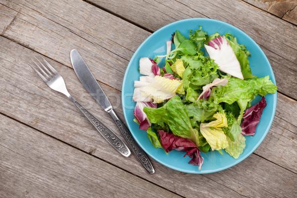 Friss egészséges saláta ezüst étkészlet fa asztal fa Stock fotó © karandaev