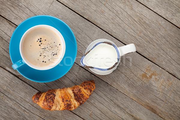 Csésze kávé tej friss croissant fa asztal Stock fotó © karandaev