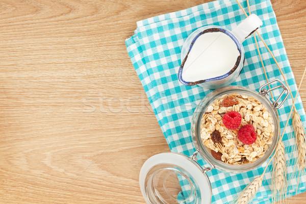завтрак мюсли Ягоды молоко деревянный стол Сток-фото © karandaev