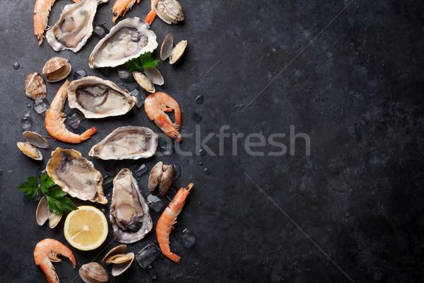 Friss tengeri hal kő asztal osztriga garnélák Stock fotó © karandaev
