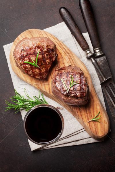 Grillés filet steak vin planche à découper verre Photo stock © karandaev