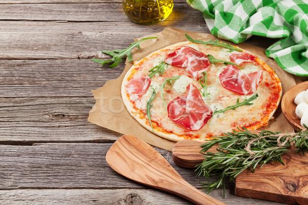 Pizza prosciutto mozzarella table en bois vue espace de copie Photo stock © karandaev