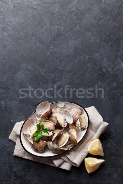 Fraîches fruits de mer bol pierre table haut Photo stock © karandaev