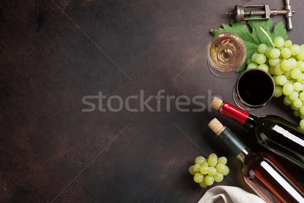 şarap bardakları üzüm taş tablo üst görmek Stok fotoğraf © karandaev