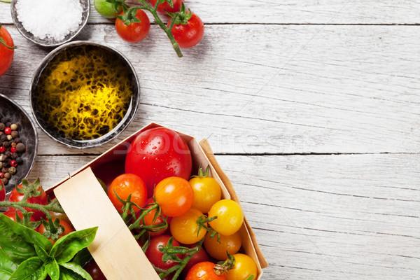 Domates fesleğen zeytinyağı baharatlar ahşap masa pişirme Stok fotoğraf © karandaev