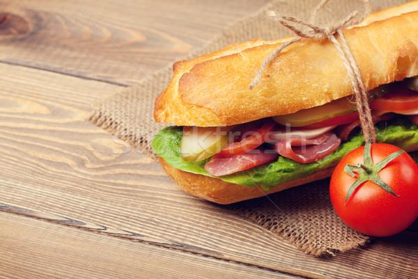 Kanapkę Sałatka szynka ser pomidory drewniany stół Zdjęcia stock © karandaev