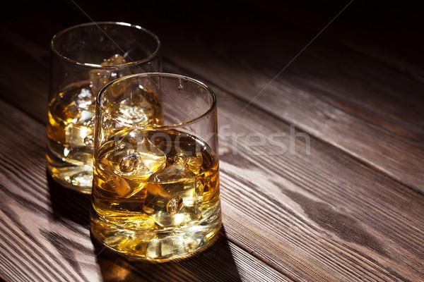 Occhiali whiskey ghiaccio legno tavolo in legno copia spazio Foto d'archivio © karandaev