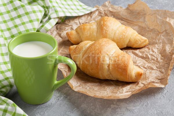 Fresco croissants leite pedra tabela papel Foto stock © karandaev