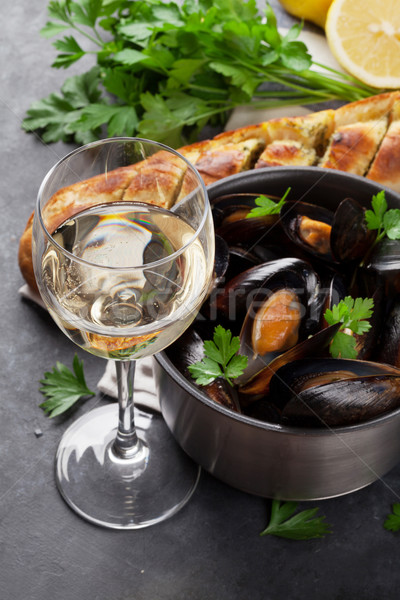 Stok fotoğraf: şarap · bakır · pot · beyaz · şarap · taş · tablo