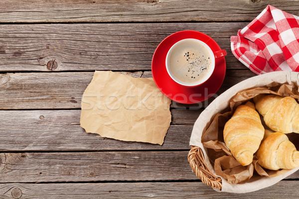 свежие круассаны кофе деревянный стол Top мнение Сток-фото © karandaev