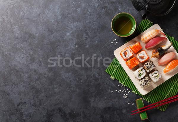Sushis maki thé vert pierre table Photo stock © karandaev