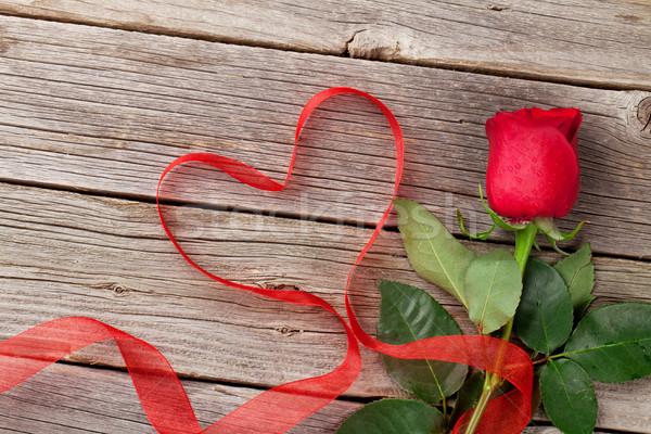 Kırmızı gül kalp şekli şerit ahşap ahşap masa sevgililer günü Stok fotoğraf © karandaev