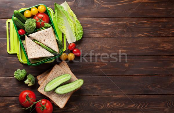 Pranzo finestra verdura sandwich tavolo in legno Foto d'archivio © karandaev