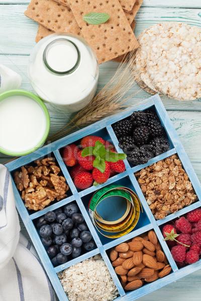 Sani colazione muesli latte set frutti di bosco Foto d'archivio © karandaev