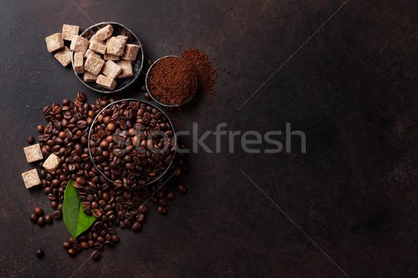 Koffiebonen grond poeder steen top Stockfoto © karandaev