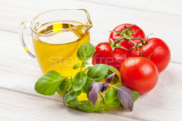 Cucina italiana cottura ingredienti olio d'oliva pomodori basilico Foto d'archivio © karandaev