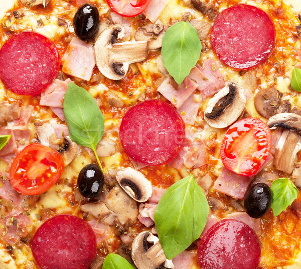 Olasz pizza pepperoni paradicsomok olajbogyók bazsalikom Stock fotó © karandaev