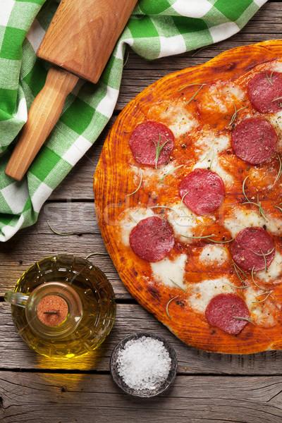 Pizza pepperoni table en bois haut vue bois Photo stock © karandaev