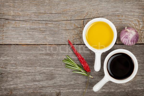 Aceite de oliva vinagre especias mesa de madera madera salud Foto stock © karandaev