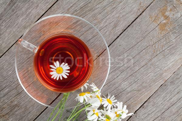 Té de hierbas manzanilla flor mesa de madera espacio de la copia alimentos Foto stock © karandaev