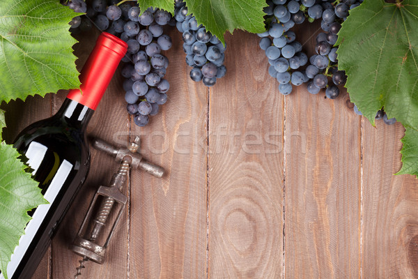 赤 ブドウ ワインボトル コークスクリュー 木製のテーブル 先頭 ストックフォト © karandaev