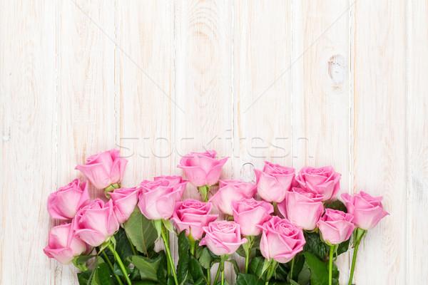 Rosa rose bouquet tavolo in legno top view Foto d'archivio © karandaev