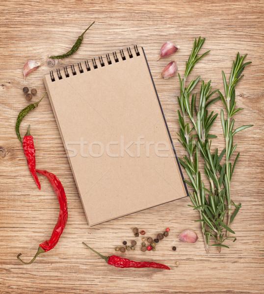 Notepad baharatlar etrafında bo ahşap masa tablo Stok fotoğraf © karandaev