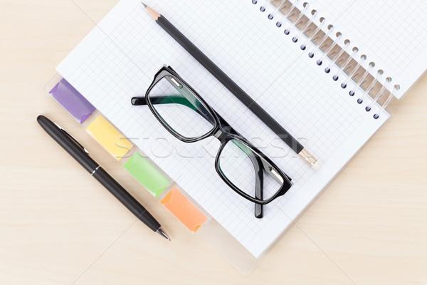 Biuro tabeli okulary notatnika pióro farbują Zdjęcia stock © karandaev