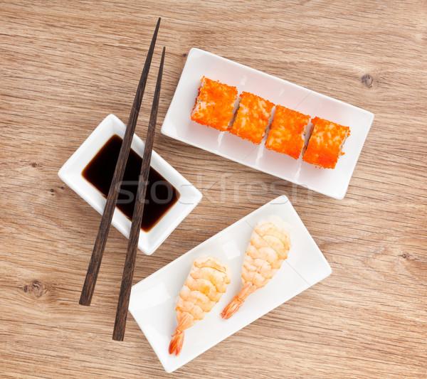 Sushi maki gamberetti tavolo in legno nero bianco Foto d'archivio © karandaev