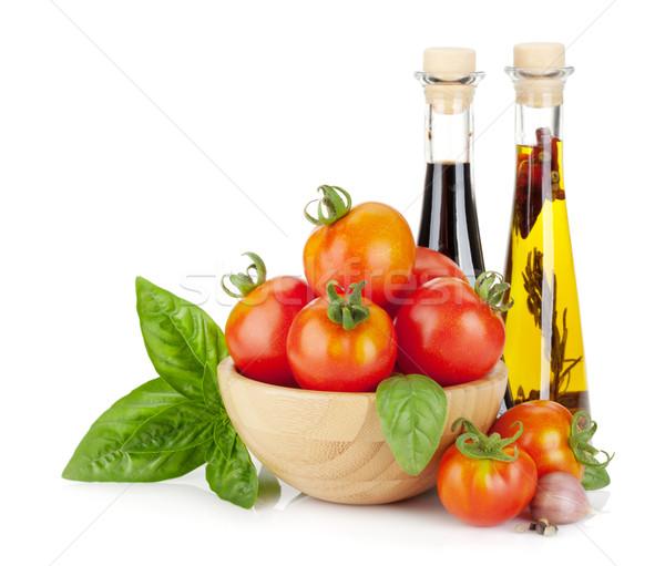 Maturo pomodori basilico olio d'oliva aceto isolato Foto d'archivio © karandaev