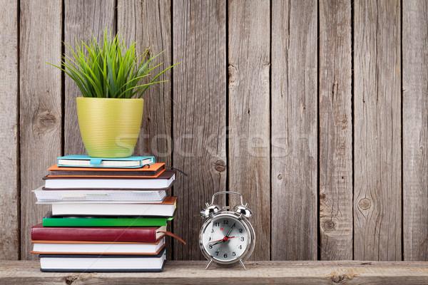 Fából készült polc könyvek készlet fal kilátás Stock fotó © karandaev